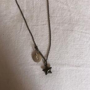 Fin halskæde fra Jane kønig aldrig brugt. Giver mængderabat🌿