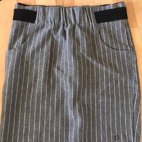 Lækker nederdel - næsten ikke brugt
