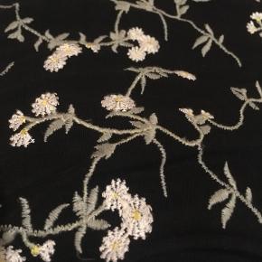 Blomstret kjole fra & Other Stories.  Kun prøvet på - fremstår som ny