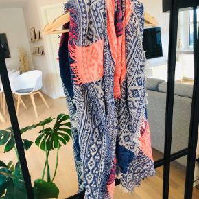 Lækkert tørklæde i smukke farver