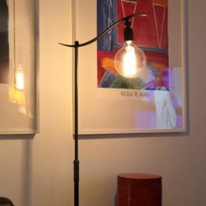Super fed gammel standerlampe med mulighed for at justere vinkel og højde