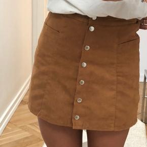 Virkelig fed ruskinds look alike nederdel med knapper🍋