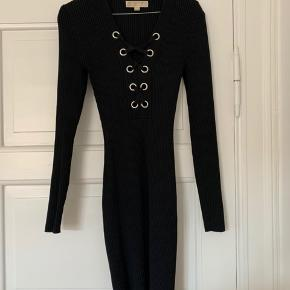 Stretchy knitted dress, perfect condition
