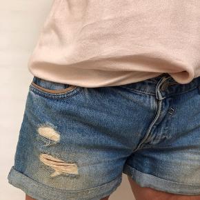 Denim shorts i god stand. Brugt få gange.