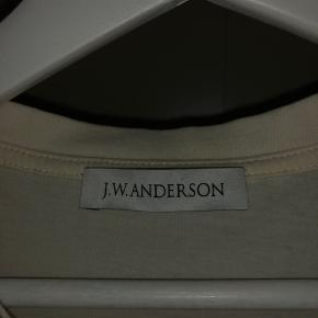 En lækker tee fra JW anderson i en str medium
