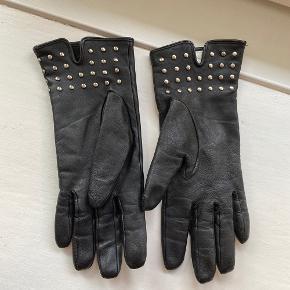 Smukke læderhandsker med nitter str. L