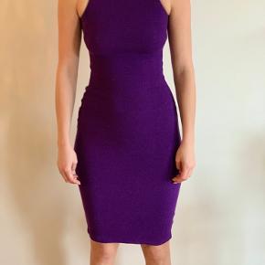 Smuk kjole som desværre er for lille og derfor aldrig brugt.