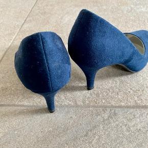 Mørkeblå sko fra Graceland. Sælges med silicone indlæg☺️køber betaler fragt eller kan afhentes😄