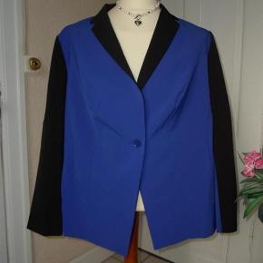 BPC Selection Varetype: Stilfuld blazer med flot kontrast-farve   *NY* Farve: Se billedet  Stilfuld blazer med flot kontrast-farve, sælges da den er for kort til mig...   (Bytter ikke)  Brystmål: 63x2 Talje: 60x2 Hofter:62 Længde: 70 Materiale:93 % polyester 7 % Elasthan For: 100 % Polyester.