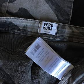 Armybukser  Skriv for interesse ((: Tjek min profil ud for meget mere tøj, makeup og div. andre produkter - hvis der er mere som falder i din smag, kan vi finde en god samlet pris ((: