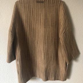 Den flotteste kappe af Julie Fagerholt... 😍😱👌 Nypris 2800kr Byd😊