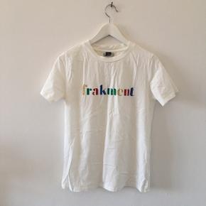 Frakment t-shirt i str S/M. Køber betaler selv fragt - dog mulighed for afhentning☺️