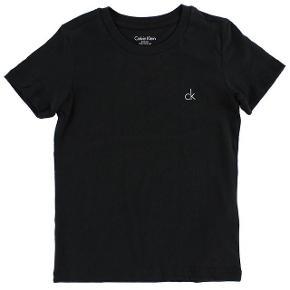 Sort calvin Klein t-shirt Str small Np kan jeg ikke huske  Mp 150 eller byd 🌸🌸🌸🌸🌸🌸🌸🌸