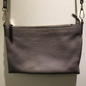 Decadent taske. Med lidt slid på remmen Nypris: 1700