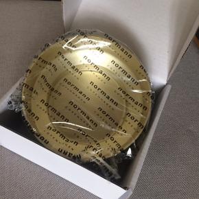 Normann Copenhagen Meta Skål 13 cm i Guld. Helt ny, stadig i indpakning. Nypris 199 kr.