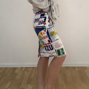 Sælger min smukke smukke vintage dolce & gabbana nederdel ved rette bud🎏 har ikke set andre der ligner❣️  Køber betaler porto
