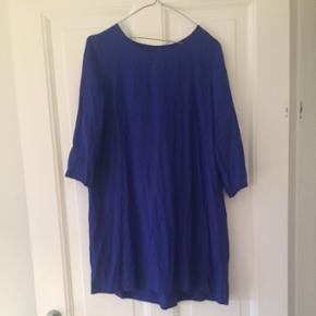 Smuk blå kjole. Aldrig brugt.