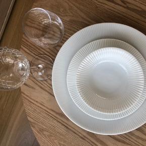 Smukke fine skåle (kun skålene) som kan brugs til forretter eller andet prisen er for 12 stk  De stadig pakket ind