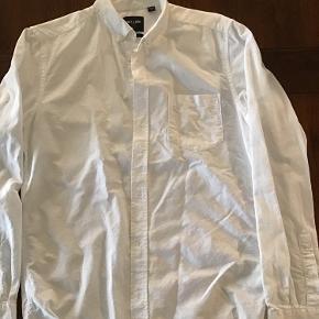 Hvid skjorte. Som ny. Kun brugt 1 gang.  100% bomuld.