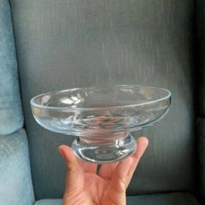 Glas skål 16 dia og 8h  -fast pris -køb 4 annoncer og den billigste er gratis - kan afhentes på Mimersgade 111 - sender gerne hvis du betaler Porto - mødes ikke andre steder - bytter ikke