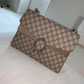 Jeg sælger min Gucci dionysus taske str medium da jeg ikke får den brugt nok og synes det er synd den bare står i skabet.  Den er næsten som ny og er brugt meget få gange.   Ny pris er ca 14.000