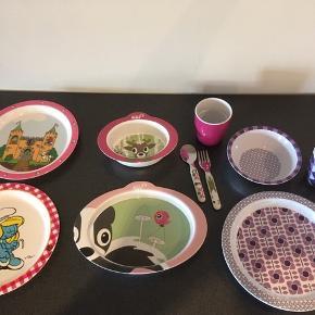 Børne tallerkner, kopper og bestik fra bla Silly og Sebra