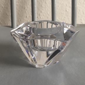 Helt ny og ubrugt fyrfads-stage i krystalglas fra Orrefors Design.  Nypris: 239 kr.  Kan afhentes på Amagerbro.