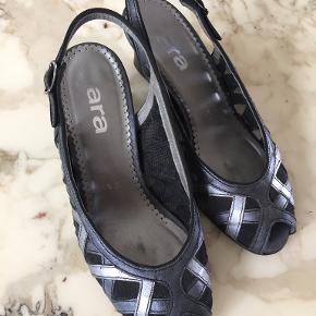 Ara sandaler