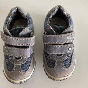 Adi sneakers