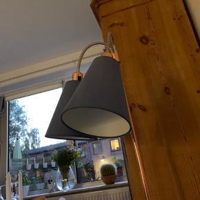Lampefod i kobber med 2 skærme i blå
