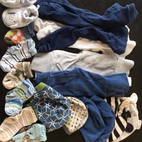 2 par strømpebukser 2 par joggin bukser 7 par strømper 4 huer med bindebånd 2 huer Sender gerne på købers regning Har mobil pay