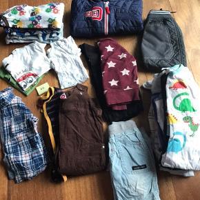 Drengetøjpakke str. 80. Brugt men pænt. Blandede mærker, bl.a. Didrikson jakke brugt som vinterjakke. Tøj som på billedet sælges samlet for 250kr. Afhentes 6840 eller 6700