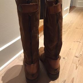 Ruskindsstøvler fra Nome med lækre detaljer. Str 39. God stand og velholdte. Sender gerne med DAO.