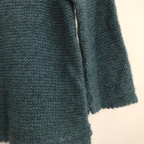 Lækker hjemmestrikket uldsweater med 3/4 ærmer.