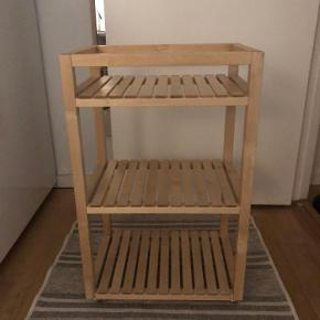 Ikea MOLGER, rullebord i perfekt stand.  Nypris 299 - kom med et bud :-)  Kan afhentes på Amager
