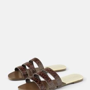 Sandaler i skind. Aldrig brugt, mærke sidder stadig på. Str. 40.
