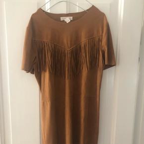 Fin faux skind kjole fra forever 21, brugt 1 gang.