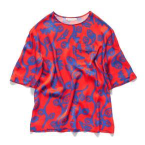 Fed silke t-shirt fra Acne Studios Peter Schlesinger kollektionen.  Bytter ikke