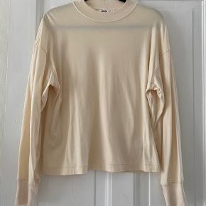 Fin bluse / sweatshirt med lav krave fra Uniqlo Bomuld