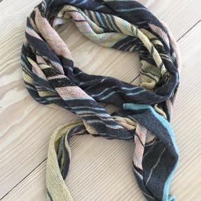 Brand: Fnubbi Varetype: Tørklæde Størrelse: 0 Farve: Multi