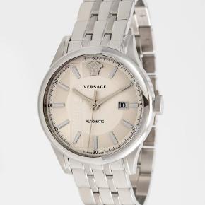 Versace watch - silver coloured  Ur- Rustfrit stål  Glas- Sapphire glass  Vandtæt- 5 ATM   Har ikke kvittering