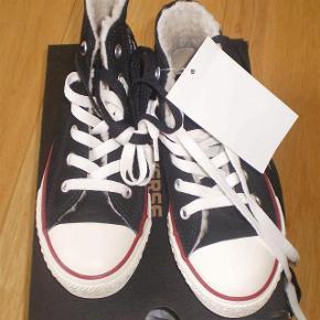 Varetype: Støvler NYE Størrelse: US 12 Farve: Sorte Oprindelig købspris: 600 kr.  Fede støvler med foer  str 29 US 12 18 cm