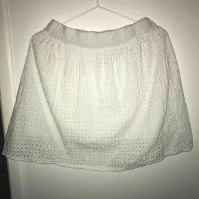 Fin nederdel købt i Milano Nypris : ca 400 kr  Mp : 270 kr