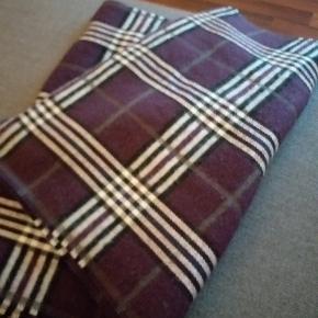 Tørklæde, Næsten som ny. Amagerbro - Aldrig brugt lækkert tørklæde. Tørklæde, Amagerbro. Næsten som ny, Brugt og vasket et par gange men uden mærker eller skader