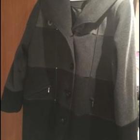Dejlig varm uld jakke - brugt et par gange