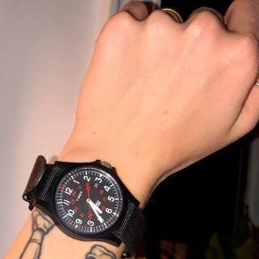 Unisex Timex ur købt i Wood Wood  For deltaljer; se det sidste billede 💖 Uret er som nyt, men jeg har brugt det én gang og det sættes derfor som 'næsten som ny'.  #30dayssellout