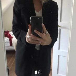 Frakke fra Vero Moda i sort  Skriv for flere billeder eller mere info🥰