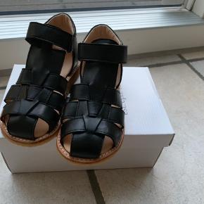 18f09b51ea2 Helt nye sandaler som er købt for store