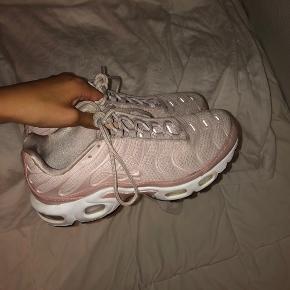 Sælger mine lyserøde Nike TN 🍒 Np var omkring 1000