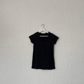 Sælger denne sorte t-shirt fra Primark, str. 34.